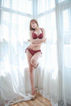 韓國女孩 - Kim Go Eun - Gloria-V Suit, Bikini & More