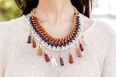 DIY Collar con borlas Crimenes de la Moda  http://stylelovely.com/crimenesdelamoda/2013/09/04/diy-collar-con-borlas/