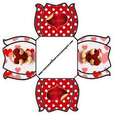 http://fazendoanossafesta.com.br/2013/05/dia-dos-namorados-kit-completo-com-molduras-para-convites-rotulos-para-guloseimas-lembrancinhas-e-imagens-2.html
