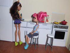Como fazer um banco / banquinho para boneca Monster High, Pullip, Barbie...