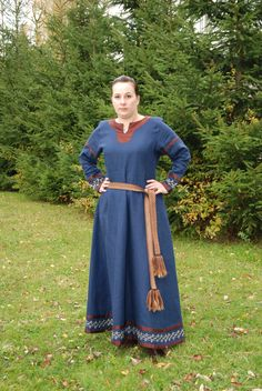 Sam's Linen Viking Dress - Belt View - Othala Craft (working on one like this for myself right now, in brown/orange/black)