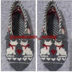 Otomatik alternatif metin yok. Mitten Gloves, Mittens, Fair Isle Knitting, Slipper Boots, Boot Cuffs, Diy And Crafts, Baby Shoes, Slippers, Crochet