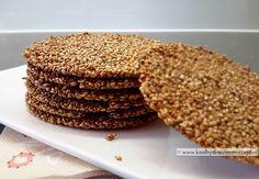 krokante sesam kletskoppen met sambal Low Carb Crackers, Vegan Crackers, Biscuits, Healthy Chips, Lean Cuisine, Dessert Cake Recipes, Go For It, Low Carb Bread, Paleo Bread