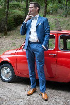 Antoine en costume sur mesure 2 pièces bleu indigo de L'Atelier 5. Chemise sur mesure avec poignets mousquetaires. Chaussures et bretelles couleur miel. Noeud papillon et pochette en liberty bleu. #wedding #mariage #suits #bleu #costume #trend #awesome
