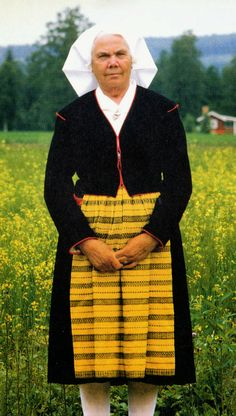 Leksand Dalarna Sweden - The yellow and black woven apron for funerals and personal mourning.