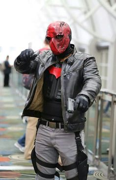 The Red Hood Helmet - A cult in the making Batman Cosplay, Dc Cosplay, Male Cosplay, Best Cosplay, Cosplay Ideas, Cosplay Store, Cool Costumes, Cosplay Costumes, Wolverine