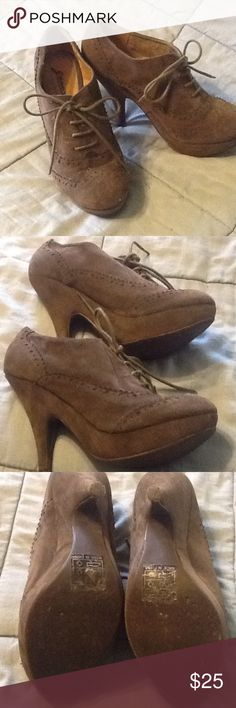 Platform Wing Tip Shoes ⚡️⭐️Price Drop⭐️⚡️ Brown faux suede wing tipped platform 4.5 inch heel. Worn only a handful of times. Very cute! Shoes Platforms