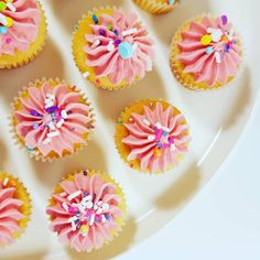 Mini cupcakes. Mini Cupcakes, Pastel Pink, Frost, Sugar, Treats, Cookies, Sweet, Desserts, Sweet Like Candy