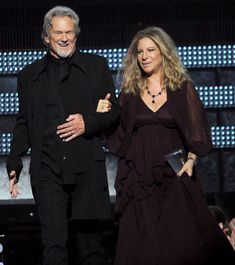 Barbra Streisand Kris Kristofferson Photos Photos - Singers Kris Kristofferson (L) and Barbra Streisand speak onstage during The Annual GRAMMY Awards held at Staples Center on February 2011 in Los Angeles, California. The Annual GRAMMY Awards - Show Hooray For Hollywood, Hollywood Icons, 24 Avril, Kris Kristofferson, Barbra Streisand, Country Music Singers, A Star Is Born, Jane Fonda, Tv Actors