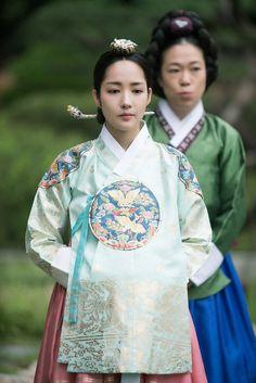 Korean Traditional Dress, Traditional Fashion, Traditional Dresses, Korean Dress, Korean Outfits, Korean Drama Movies, Korean Actors, Kdrama, Korean Accessories