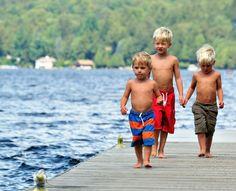 Primii născuţi sunt mai inteligenţi decât fraţii lor mai mici. Asta arată cele mai recente studii ale oamenilor de ştiinţă. Explicaţia stă în relaţia existentă între copii şi părinţii lor în primii ani de viaţă.