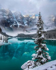 The world's most beautiful places to spend Christmas is part of Winter scenery - Where to find the best Christmas travel location Lago Moraine, Winter Landscape, Landscape Photos, Canada Landscape, Sky Landscape, Mountain Landscape, Beautiful World, Beautiful Places, Beautiful Nature Scenes
