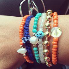 Siguenos Instagram & Facebook #zowiecreations #bracelets #pulseras #combination #multicolor #blue #orange #summer #playa #beach #gold #macrame #handmade #jewelry #pr #pearls #perlas #emoji