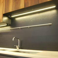 una cabina armadio illuminata con barre led a luce fredda   Barre ...