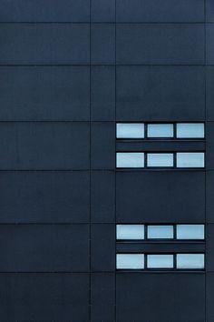 anthracite by yann.f , fachada 2 ventanas Minimalist Architecture, Facade Architecture, Amazing Architecture, Colonial Architecture, Minimal Photography, Exterior, Facade Design, Facades, Design Projects