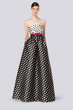 black white and red belt polka dot dress. Both time and money needs to… Beauty And Fashion, Womens Fashion, Vestido Dot, Dots Fashion, Fashion Design, Dot Dress, Dress Up, Robes D'occasion, Mode Glamour