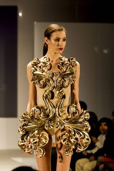 Pia Hinze gold Neobaroque dress made with a 3D printer. Took 40 hours to make in eight parts.