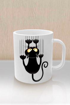 Según las personas supersticiosas los gatos negros son considerados de mala suerte, aunque a los amantes de los gatos eso no les ha de importar mucho, este simpático gatito que parece estar muy asustado está esperando a que compres su taza y se la regales a esa persona que es amante de los felinos. Con Brillo y de excelente calidad Se entrega con una pequeña caja individual para su fácil manejo y envió Capacidad en liquido : 11oz.-330 ml. Medidas aproximada : 8.2cm x8.2 cm x 9.5cm Peso ...