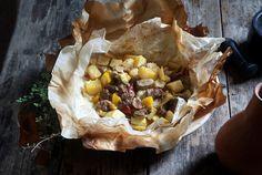 Κλέφτικο στη λαδόκολλα από την Αργυρώ Μπαρμπαρίγου | Μια πεντανόστιμη συνταγή για κλέφτικο κατσικάκι στο φούρνο, ιδανική για το γιορτινό πασχαλινό τραπέζι
