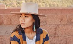 Shondina Lee is the creative stylist behind the blog She and Turquoise. She hails from a small town in Arizona's Navajo Nation–a place that inspires her style and creates a stunning backdrop for her drool-worthy Instagram feed.
