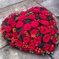 Mourning work – heart with red roses ~ uploaded by Flamingo Ede – www. Grave Flowers, Flowers Uk, Cemetery Flowers, Funeral Flowers, Fresh Flowers, Beautiful Flowers, Arrangements Funéraires, Funeral Flower Arrangements, Casket Sprays