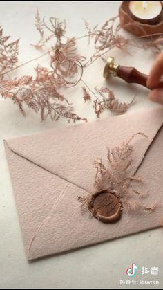 Diy Crafts Hacks, Diy Crafts For Gifts, Paper Crafts, Wedding Invitation Cards, Wedding Cards, Diy Wedding, Rustic Wedding, Creative Gift Wrapping, Creative Gifts