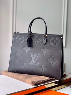 ✈Worldwide Shipping✈ 💯Shop👜👛Original quality Send picture to📱WhatsApp 📦DHL/EMS Source by Bags purses Luxury Purses, Luxury Bags, Luxury Handbags, Purses And Handbags, Stylish Handbags, Cheap Handbags, Cheap Bags, Louis Vuitton Nails, Sacs Louis Vuiton