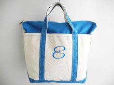 商品詳細 商品番号o-mrd21y16n06 商品名USA製■LLビーンLLBeanキャンバストートバッグ青(M)ジップトップ 商品説明アメリカで購入したUSEDの商品です。 LLBEAN LLビーンのオープントップキャンバストートバッグです。 硬くタフなキャンバスが良い雰囲気、サイズ良し、カラー良しの商品です。 サイズはMEDIUMです。 ブランド情報1912年の創立以来100年以上にわたり信頼のあるアウトドア商品を 提供する会社として不動の位置を保ち続けおり、 品質にこだわる世界中の人々から選ばれてき