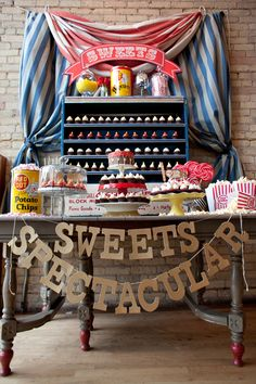 This styled Vintage Circus dessert table via Alice in Weddingland (photographed by Erin Johnson Photography ) is just as spectacular as its glittery sweets sign! How fabulous is the drum cake? Circus Wedding, Circus Carnival Party, Circus Theme, Vintage Carnival, Circus Birthday, Circus Food, Vintage Circus Party, Creepy Carnival, Circus Baby