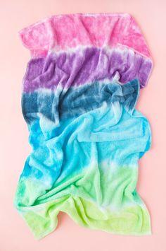 How To Tie Dye Towels Diy Tie Dye Towels, Diy Tie Dye Techniques, Tulip Tie Dye, Tie Dye Party, Pink Dye, Tie Dye Kit, Tie Dye Crafts, Tie Dye Colors, How To Tie Dye