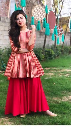 Indian will be cool! Inspiring Ladies is part of Kurta dress - Simple Pakistani Dresses, Pakistani Fashion Casual, Indian Fashion Dresses, Indian Gowns Dresses, Dress Indian Style, Pakistani Dress Design, Indian Designer Outfits, Pakistani Bridal, Pakistani Frocks