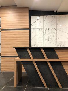 66 Ideas Kitchen Design Commercial Reception Desks For 2019 Reception Table Design, Modern Reception Desk, Office Table Design, Office Furniture Design, Office Interior Design, Office Interiors, Office Reception Desks, Reception Seating, Office Designs