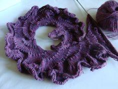 Une écharpe frou frou au tricot : je vous propose cette écharpe qui est beaucoup facile à faire qu'elle n'y parait