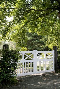 Bilder - Trivselhus hageport for hytta? Farm Gate, Fence Gate, Garden Gate, Tor Design, Gate Design, Front Gates, Entrance Gates, Front Fence, Driveway Entrance