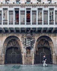 Matters of detail   Cuestiones de detalle #nicanorgarcia #architecture El Palau Güell organiza un concurso de fotos entre el 23 y el 30 de Abril. Las fotos han de ser de detalles del día de Sant Jordi que haya tanto en el interior como el exterior del Palau. Consulta las bases y premios en @palauguell  #PalauGüellSantJordi #palauguell #elGaudímésdesconegut #palaugüell by nicanorgarcia