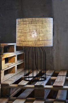 Επιτραπέζια λάμπα με vintage στυλ , πολύ καλή ποιότητα, δυνατό κομμάτι από την εταιρεία Ψαρράκος. Cage, Table Lamp, Lighting, Home Decor, Vintage, Table Lamps, Decoration Home, Room Decor, Lights