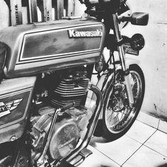 #letthebadtimesroll Slow But Sure Boyz!!! #brj #bintermerzy #merzyowners #fokz200 #kz200 #kawasakibintermerzy #blackridersjogjakarta… Classic Motorcycle, Let It Be, Instagram, Vehicles, Rolling Stock, Vehicle, Tools