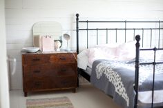 Kauniste Leopardi blanket in Vihreä talo blog. Bed & Bath, Blanket, Retro, House, Furniture, Home Decor, Blog, Decoration Home, Home