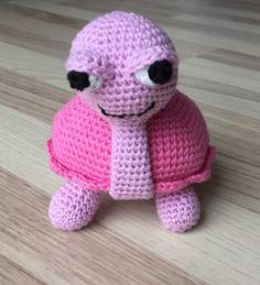 You will find the english version of the pattern here   Her kommer en opskrift mere jeg har lavet til fordel for sumpskildpadder.dk ...