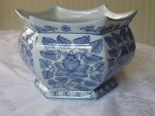 20 best mi jardn images on pinterest banquettes cement pots and blue and white chinese pot mightylinksfo