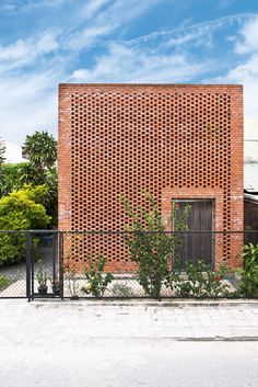 A throng of bystanders have already gathered, joined by a few on motorbikes who can't help but stop . Brick Architecture, Vernacular Architecture, Contemporary Architecture, Architecture Details, Brick Facade, Facade House, Brick Wall, Brick Rendering, Brown Brick Houses