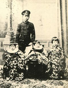 Japanese Imperial family's antique photograph.   Brothers of Nabeshima Itsuko and her. A right child is Itsuko.  Meiji era.