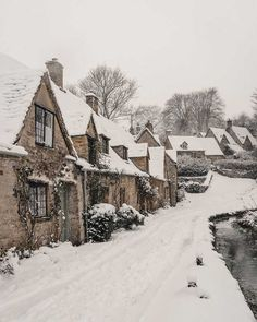 Winter Wonderland in the Cotswolds: English Villages covered in snow Cabana, London Snow, England Winter, English Village, Winter Pictures, Winter Images, British Countryside, Winter Scenery, Snowy Day