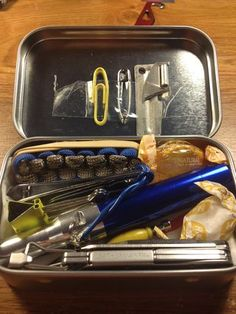 Ultimate urban edc kit in an Altoids tin