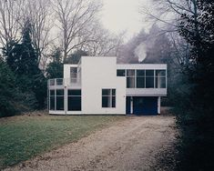 Interior Design Addict: Villa Hildebrandt, Blaricum, the Netherlands / Gerrit Rietveld. Houses Architecture, Architecture Photo, Contemporary Architecture, Bauhaus, Nordic Interior Design, Art Deco Home, Le Corbusier, Art Deco Design, Interior And Exterior