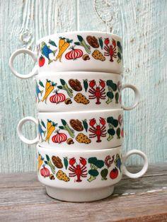 Awesome Retro Soup Mug Set of 4, Bright Vintage Veggie Motif, A Rare Find!