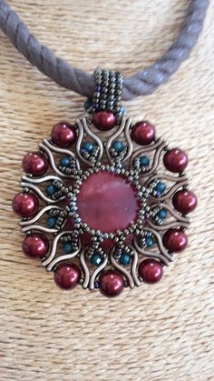 inspiration only, love this design. Beaded Jewelry, Jewelry Necklaces, Handmade Jewelry, Beaded Necklace, Beaded Bracelets, Pendant Necklace, Making Jewelry For Beginners, Jewelry Making, Metal Beads