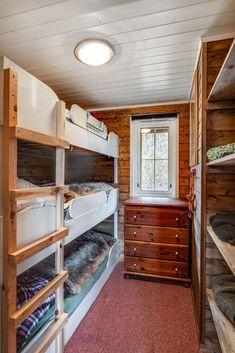 Visning lørdag kl 12 - 13 Pen vertikaldelt hytte med kort vei til skitrekk . Loft, Real Estate, Bed, Furniture, Home Decor, Decoration Home, Stream Bed, Room Decor, Real Estates