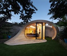 """Combining function and sculptural design, the creative minds at Platform 5 Architects developed an interesting project in London, England. Shoffice is a garden pavilion located to the rear of a 1950?s terraced house in St John's Wood and displays a fascinating exterior. The brief of the owners required a """"sculptural object that flowed into the garden space"""", so the architects achieved just that: an unfolding structure made of wood, perfect for accommodating a quite office and a shed."""