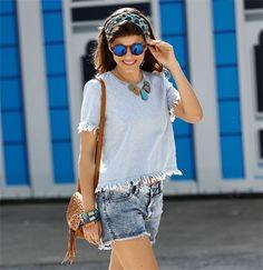 Blusa feminina em jeans barra desfiada